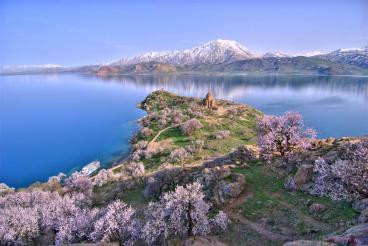 «Кавказ подо мною…»: Грузия и Армения